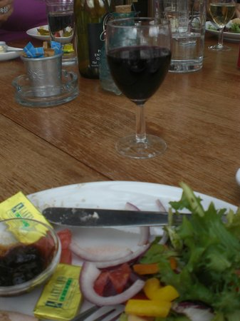Old Walls Vineyard: Lunch and a glass of excellent red.