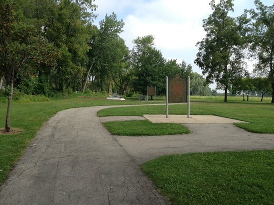 River Raisin National Battlefield Park: A path to the markers