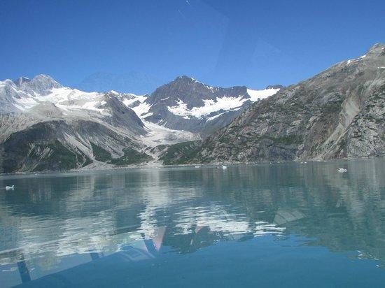 Glacier Bay Lodge: scenery in Glacier Bay from tour boat
