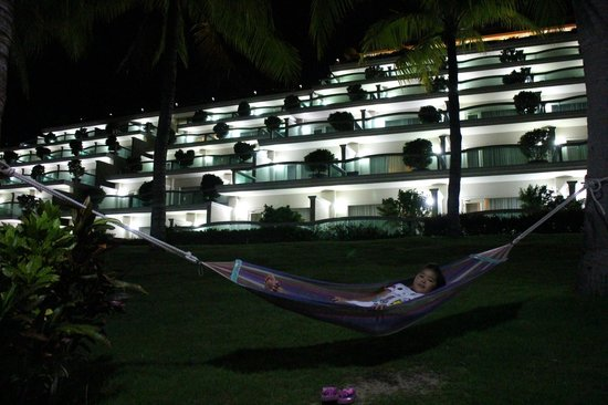 Sea Links Beach Hotel: From a hammock by the pool to the rooms by nite