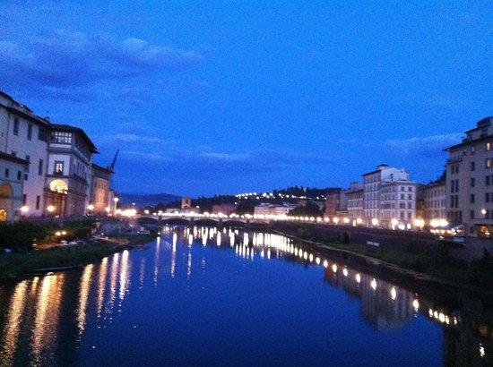 Hotel Ambasciatori: Florence at night.