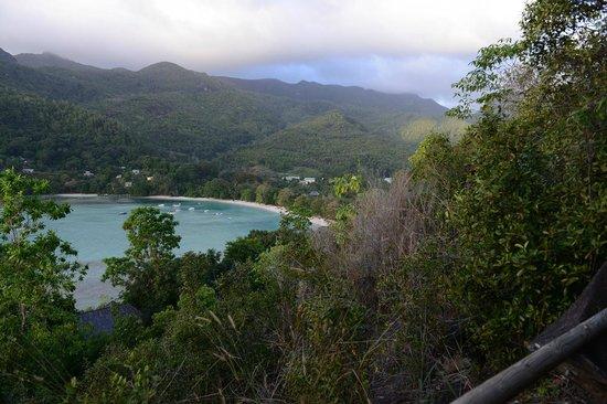 Constance Ephelia: Вид на северный пляж с холма