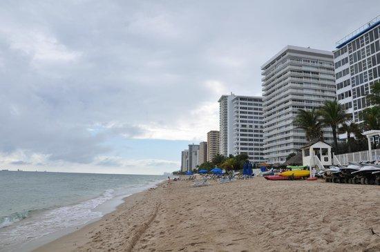 Ocean Sky Hotel & Resort : Beach area