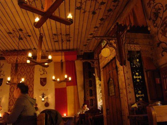 Olde Hansa: Зал ресторана