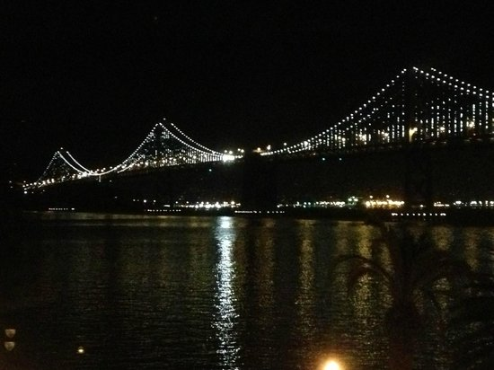 Hotel Griffon: Bay Bridge LED lightshow