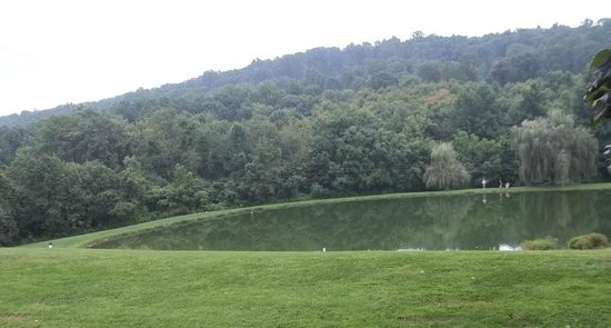 Adventure Bound Camping Resort - Eagles Peak: Part of the fishing lake.............