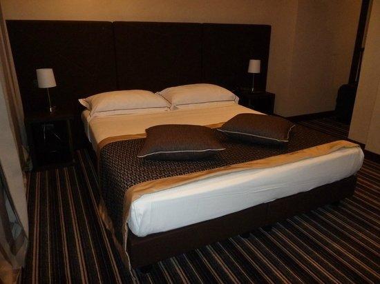 Hotel Principe di Torino: Bett