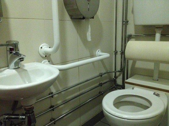 Novotel Edinburgh Centre: Banheiro inacessível