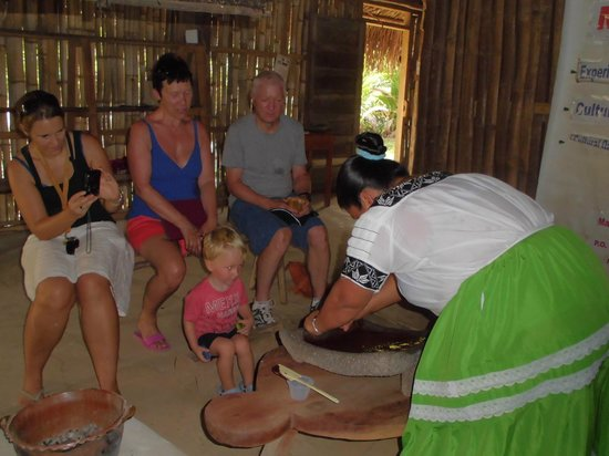Maya Center Mayan Museum: Chocolate making demonstration at the Mayan Museum