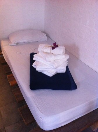 Alternative Space B & B: extra single bed with eeextra towels