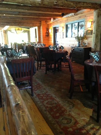 Lakehouse Grille: One of the dining rooms