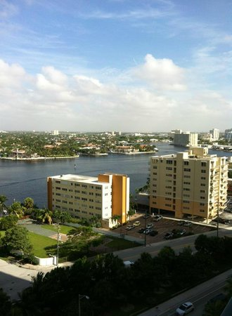 Beach Place Towers Fort Lauderdale: Vista hacia el canal