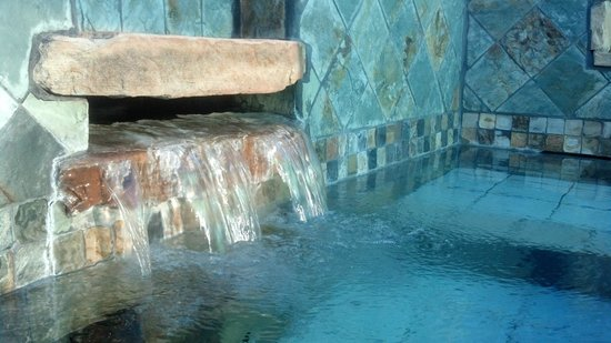 Fire Water Lodge : The private, outdoor mineral bath in the Eucalyptus Room