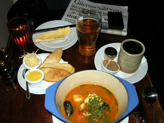 Le Petit Bistro: Fish stew and free newspaper