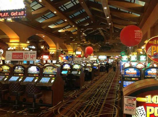 Green Valley Ranch Resort and Spa: Spacious casino, very good service throughout