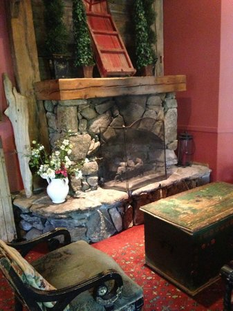 Church Landing at Mill Falls: Fireplace in the restaurant area