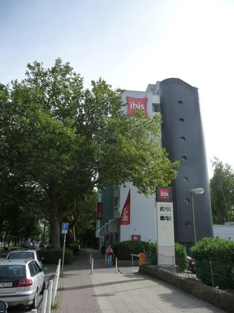 Ibis Essen Hauptbahnhof: buitenkant richting station Ibis Essen