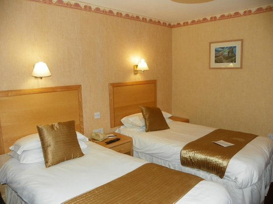 The Royal Victoria Hotel Snowdonia: Gorgeous spacious twin beds