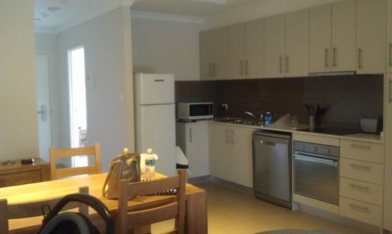 Airport Apartments : Kitchen area