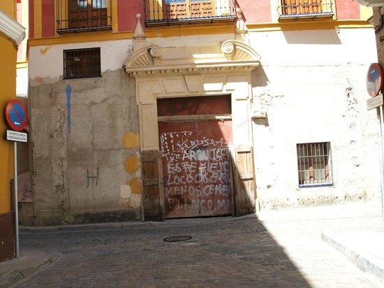 Hotel Fontecruz Sevilla Seises: vista dall'uscita dell'hotel
