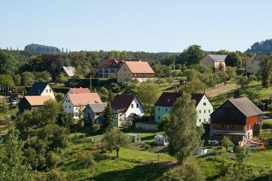 Hotel Rathener Hof: Uitzicht op het 'dorp' vanaf de kamer. Stilte en rust alom.