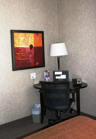 Acclaim Hotel Calgary Airport: Desk