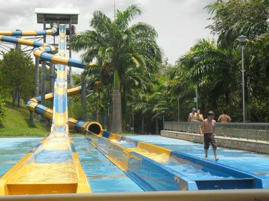 Foto de piscilago girardot toboganes tripadvisor for Cuanto cuesta construir una piscina en colombia