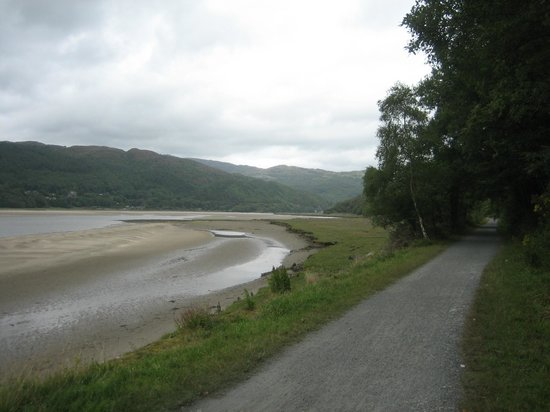Coed Cae Bed & Breakfast: The Dolgellau to Barmouth Mawddach Trail as featured in Julia Bradbury's