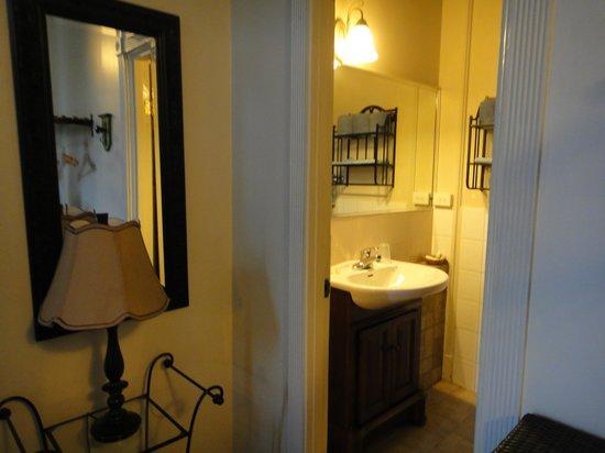 Hotel Belgica: Entrada al baño