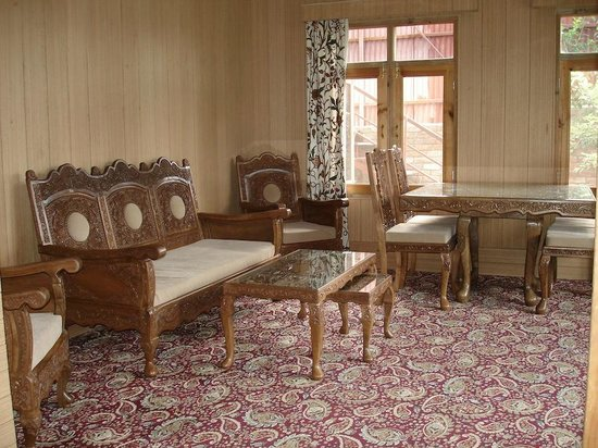 The Oasis Srinagar: The Oasis Guest House - dining / sitting guest area
