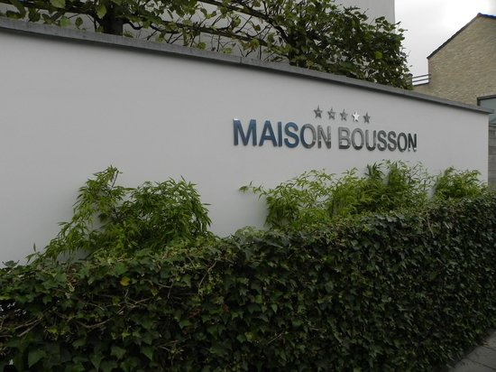 Maison Bousson Bed & Breakfast: front
