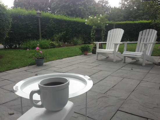 Chatham Gables Inn : perfect spot to enjoy your morning coffee!