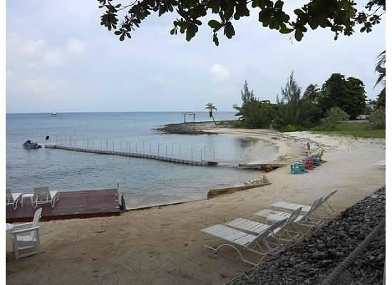 Coral Sands Resort: Private dock for guests