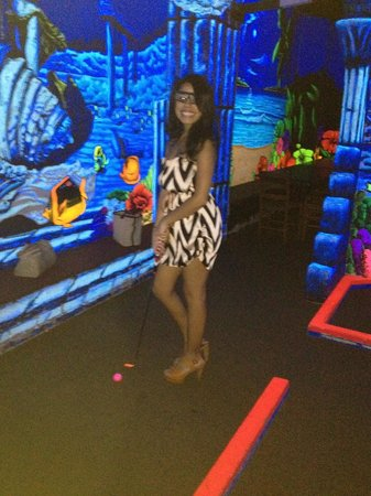 King Neptune's Indoor Blacklight 3-D Mini Golf: Trying out the 3D glasses