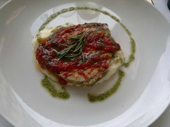 Atún con parmentier de patatas y confitura de tomate- Menú BOIRA (Girona)