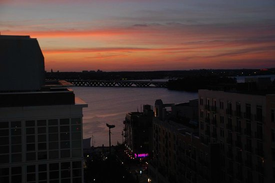 Wyndham Vacation Resorts At National Harbor: Beautiful sunsets every night!