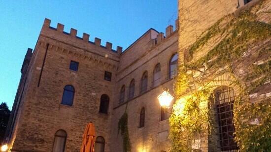 Hotel Torre Dei Calzolari Palace: veduta serale