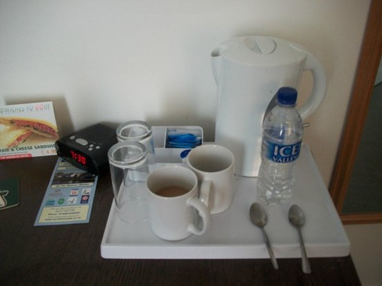 The Waverley Hotel: Cups & Glasses on last day