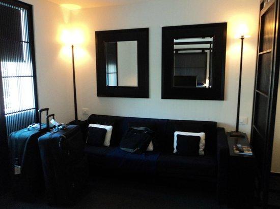 La Suite West - Hyde Park: Seating area