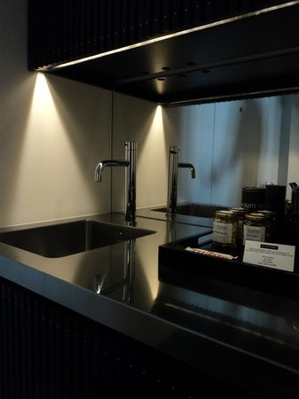 La Suite West - Hyde Park: Kitchen