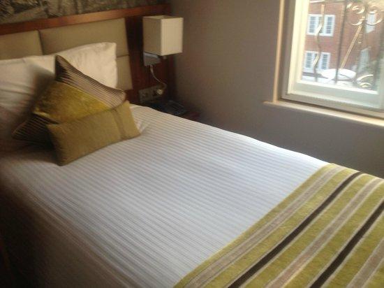 Best Western Seraphine Kensington Olympia Hotel: Single Bedroom