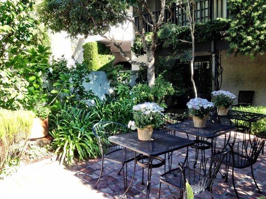 ميريت هاوس إن: Courtyard