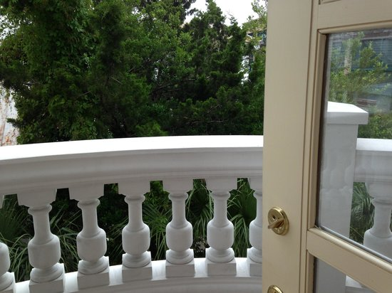 Renaissance Charleston Historic District Hotel: Balcony view from  king room