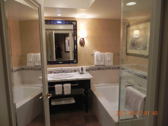 Green Valley Ranch Resort and Spa: Our bathroom