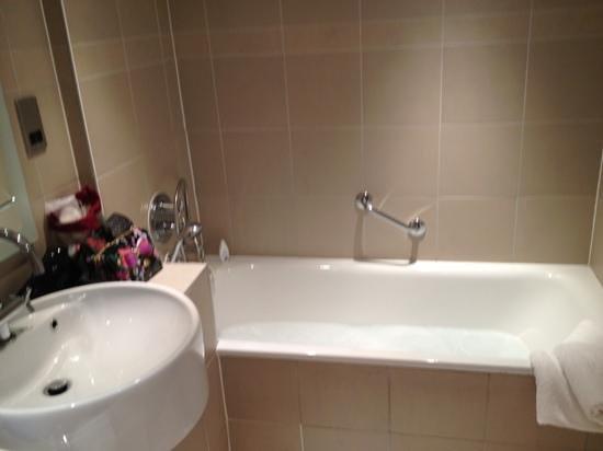 Hotel Felix : Bath and Sink