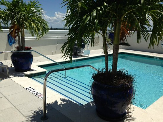 Hotel Indigo Fort Myers River District: Roof top pool