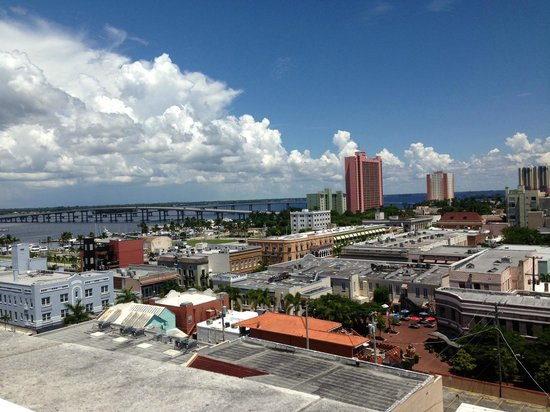 Hotel Indigo Fort Myers River District: View from roof top pool (same from room)