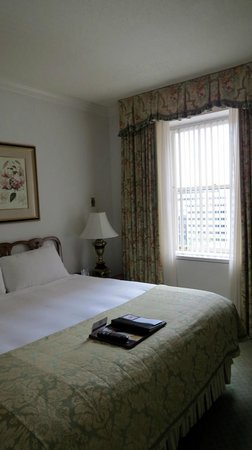 The Fairmont Olympic Seattle: Bedroom - Executive Suite