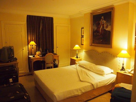 Hotel Lotti Paris: Our room