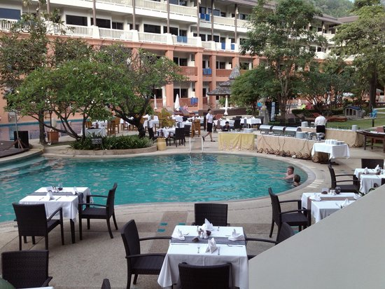 Kata Sea Breeze Resort: Pool area
